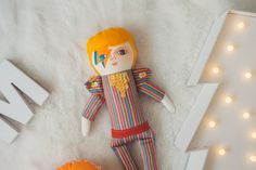 This item is MADE TO ORDER, takes 2 weeks to be made :)  David Bowie, handmade and hand painted fabric doll, portrayed in one of his most classic images (aladdin sane), inspiring and artistic, I love his music so I made this fan art.  Mandarinas dolls represent that childish soul we all carry within through an object.  35 x 15 cm. extended. (13.8 x 5.9 inches) Materials: Cotton fabric, paint, felt, sequins and others.  Please read the store policies before buying :) https://www.etsy...