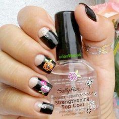 Espacio en uñas media luna en negro con pegatinas de rosas tonos  neón #negativespacenails, #uñasWapas, #nailswapas, #stickersnails,#naildesing,#nails, #uñas, #diseñosdeuñas,#blacknails, #sallyhansens