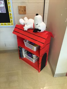An old Walmart bookshelf in the basement was given new life as Snoopy's doghouse in my new Peanuts themed classroom. I built the roof out of foam board from Staples and spray painted it all then added the hand drawn details with a paint brush. Classroom Design, Classroom Themes, Snoopy Nursery, Snoopy Classroom, Snoopy Dog House, Snoopy Birthday, Snoopy Pictures, Charlie Brown And Snoopy, Snoopy And Woodstock