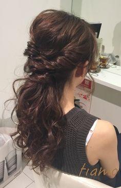 ゆるふわルーズな可愛い3スタイル♡リハ篇 | 大人可愛いブライダルヘアメイク 『tiamo』 の結婚カタログ