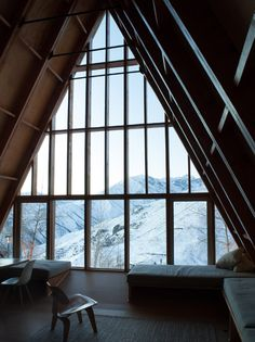 DRAA adds sharply pointed roofline to La Leonera Mountain Retreat
