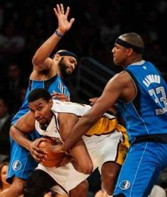 NBA Roundup: Bynum and Gasol lead Lakers past Mavericks 112-108