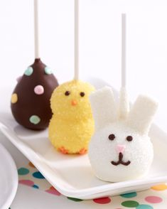 Show them that some bunny loves them with these delicious Easter brownie pops. Hand-decorated with bunnies, chicks and eggs these fudgy pops have been designed exclusively for us and feature adorable details, like shimmer sugar and colorful polka dots. Easter Dinner, Easter Party, Hoppy Easter, Easter Eggs, Easter Chocolate, Chocolate Pops, Holiday Treats, Holiday Fun, Brownie Pops