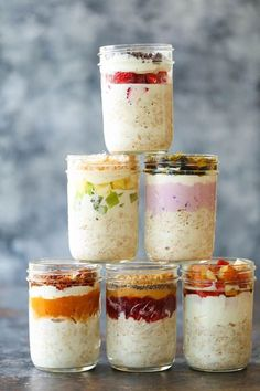 Easy Overnight Oats Easy Overnight Oats – Soak your oats overnight for the quickest breakfast all week long! You can double or triple the recipe. It's just so easy! Homemade White Cakes, Easy Overnight Oats, Overnight Breakfast, Chia Seed Overnight Oats, Best Overnight Oats Recipe, Strawberry Overnight Oats, Strawberry Jam, Gourmet Recipes, Cooking Recipes