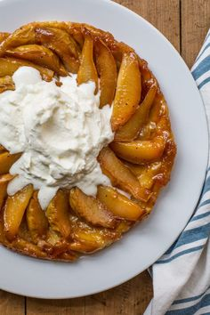 A simple Pear Tart Tatin recipe: This dessert looks fancy and difficult, but you can pull off easily with the shortcut of premade puff pastry. Pear Tarte Tatin, French Dessert Recipes, French Recipes, Brunch, Frozen Puff Pastry, Homemade Whipped Cream, French Food, How Sweet Eats, Cooking Recipes