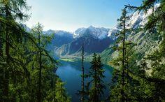 Wandern in den Berchtesgadener Alpen. The Kings Lake, Bavaria, Germany.