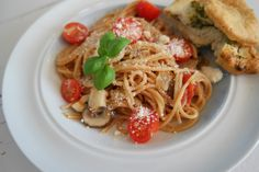 One pot pasta with tomatoes and mushrooms. It's quick and easy!