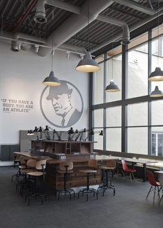 Cantine Nike / Uxus  Le siège de Nike EMEA (Europe) a commandé à l'agence Uxus de faire partie de l'équipe pour re-concevoir leur cantine d'entreprise.