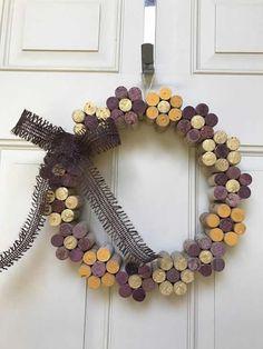 15 Best DIY Wine Cork Flower Wreath Ideas For Your Home Decorations Diy cork crafts diy Wine Craft, Wine Cork Crafts, Wine Bottle Crafts, Crafts With Corks, Wine Bottles, Diy With Corks, Plastic Bottles, Bottle Candles, Wine Cork Wreath