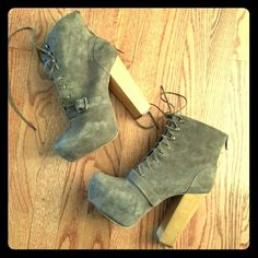 Taupe Steve Madden Heels Taupe chuny high heels. Excellent condition. Only worn once! Steve Madden Shoes Heels