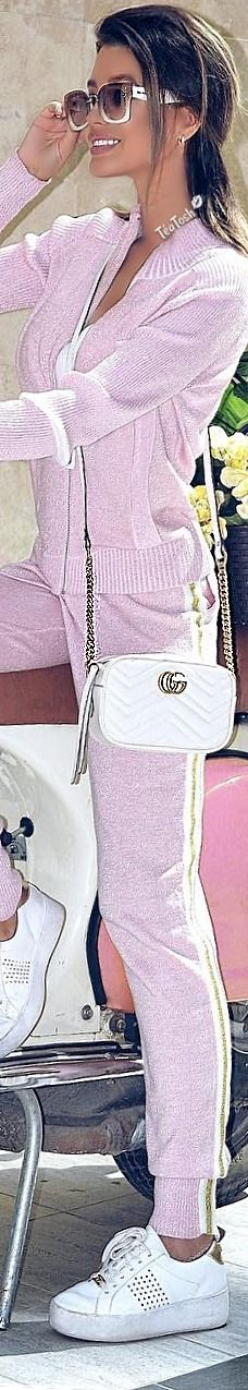 Bella Gigi Hadid, Rubber Shoes, Sporty Style, Sport Fashion, Margarita, Lace Skirt, Street Style, Black And White, Luxury