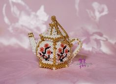Teapot, pattern by Diane Fitzgerald, beaded by Moontique. https://www.facebook.com/Moontiques/photos/pcb.853334024779631/853333794779654/?type=3&theater