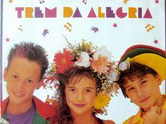 O cantor e compositor baiano Lucas Santtana faz shows especiais no Sesc Santo Amaro com releituras do grupo infantil Trem da Alegria.