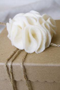 easy felt gift adornments-tutorial