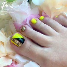 Scroll down to get Popular Ideas of Toe Nail Designs To Try In Pretty Toe Nails, Cute Toe Nails, Pedicure Nail Art, Toe Nail Art, Yellow Toe Nails, Feet Nail Design, Feet Nails, Metallic Nails, Pin On