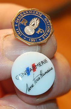 pins militaire GENDARMERIE NATIONALE porcelaine de limoges et emaille