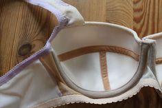 Heute geht es beim BH-Sew-Along um das Nähen.   Die meisten haben inzwischen ihre Materialien erworben und sich für die Schnitte ents...