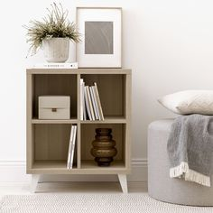 Cube estantería / Orden y estilo Cube, una bonita y práctica estantería que combina dos acabados, nordic en la estructura y blanco en las patas. Ideal para decorar tu hogar y tener todo en orden. Decor, Home Decor, Shelves, Bookcase