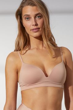 Soft-cup bra designed with a minimum number of seams for a seamless comfortable feel on skin. Padded cups for to maximize bust and cleavage adjustable shoulder straps and hook-and-eye fasteners at back. World Of Fashion, Fashion Online, Wonder Woman Pictures, Magazine Man, Soft Cup Bra, Lingerie, Beige, Pusheen, Fashion Company