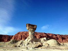 Parc provincial Ischigualasto (vallée de la Lune), Argentina#A 78 km au sud-est de Talampay, ce parc est un livre ouvert pour les paléontologues du monde entier. On le visite avec son propre véhicule, mais les conditions sont rudes : pas d'eau, une chaleur accablante dans la journée et un froid de canard la nuit. Les formations géologiques sont toutes plus abracadabrantes les unes que les autres. Stupéfiant et inoubliable.#http://urlz.fr/3gcw#Catherine on Earth#4,18,12