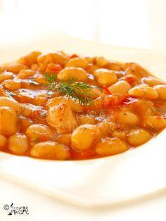 iahnie de fasole - white bean stew Read Recipe by bestofRomania Bean Recipes, Vegetarian Recipes, Cooking Recipes, Good Food, Yummy Food, Romanian Food, Romanian Recipes, Bean Stew, Frijoles