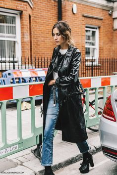 Alexa chung and the fabulous trench coat. lfw-london_fashion_week_ss17-street_style-outfits-collage_vintage-vintage-jw_anderson-house_of_holland-187