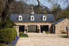 another way to do garage and porte cochere? Garage House, Carriage House Garage, Dream Garage, Design Garage, Exterior Design, Porte Cochere, Casas Tudor, Plan Garage, Garage Doors