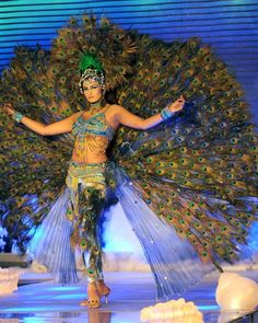 Sri Lanka Fashion event could have entertainers dress up or even stilt walkers with peacock feathers Peacock Costume, Peacock Dress, Peacock Theme, Peacock Colors, Peacock Art, Carnival Outfits, Carnival Costumes, Girl Costumes, Mardi Gras