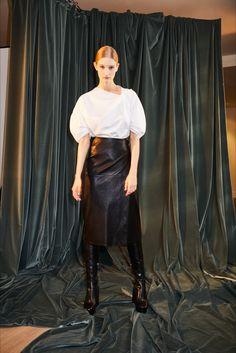 Guarda la sfilata di moda Rosetta Getty a New York e scopri la collezione di abiti e accessori per la stagione Collezioni Autunno Inverno 2017-18.