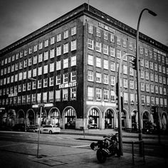 #instagood #instaphoto #hamburg #hh #welovehh #ilovehh #igershamburg #moinmoin #hamburgerecken #hhahoi #wearehamburg #wirsindhamburg #instahamburg #ig_hamburg #hamburgcity #hamburglove #hamburgliebe #hamburgmeineperle #torzurwelt #lovesgermany #sweetdreamsmag #mafia_streetlove #landscape #streetview #diezeit