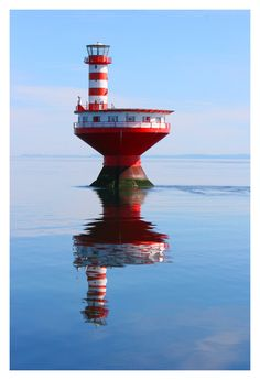 """Lighthouse Shoal Prince (English: Prince Shoal Light), nicknamed """"the Router"""" is a lighthouse located in the middle of the St. Lawrence River at the mouth of the Saguenay Fjord (© Les Productions Vic Pelletier inc.)"""