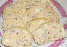 Falls ihr nicht wisst, was ihr zum Frühstück oder Abendbrot essen wollt, macht… If you do not know what you want to eat for breakfast or supper, make this simple warm bread filled with egg, cheese and ham. Pizza Snacks, Party Snacks, Slovak Recipes, Czech Recipes, Ethnic Recipes, No Salt Recipes, Cooking Recipes, Healthy Fruits, Food 52