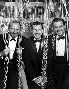 The Tonight Show Cast New Years Eve Publicity photo of the cast of the television program The Tonight Show as it prepared to celebrate 1963 with its new host Johnny Carson. From left: bandleader Skitch Henderson Johnny Carson and Ed McMahon. Here's Johnny, Johnny Carson, Vintage Tv, Vintage Hollywood, Vintage Holiday, Vintage Kitchen, Wiki Media, Ed Mcmahon, Auld Lang Syne