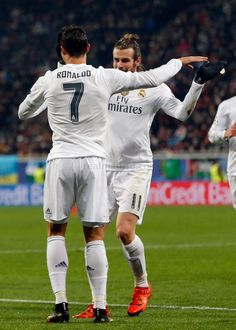 Cristiano Ronaldo and Gareth Bale celebrate after scoring against Shakhtar in the UEFA Champions League Ronaldo Bale, Cr7 Ronaldo, Cristiano Ronaldo, Bale Real, Real Madrid Players, Spanish Girls, Best Football Team, Antoine Griezmann, Soccer Stars