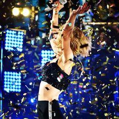 Taylor Swift Rocks the Countdown