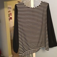 Old Navy - Long sleeve - black/white striped top Old Navy - Long sleeve - black/white striped top Old Navy Tops Blouses