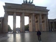 Fotografía: Gustavo Liberali  Ciudad: Berlín - Puerta de Brandenburgo Bratislava, Gazebo, Outdoor Structures, Places, Salzburg, Dresden, Medieval Town, Prague, Germany
