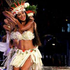 Hawaiian Goddess, Hawaiian Woman, Hawaiian Girls, Hawaiian Dancers, Polynesian Dance, Polynesian Culture, Polynesian Girls, Islas Cook, Tahitian Costumes