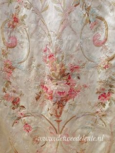 Wish I could find this fabric! Curtain Patterns, Fabric Patterns, Fabric Decor, Fabric Design, French Fabric, Linens And Lace, Fabulous Fabrics, Vintage Textiles, Vintage Roses
