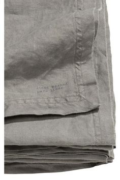 PREMIUM QUALITY. Tablecloth in washed linen with double-stitched edges. Tumble-drying will help to keep the linen soft.