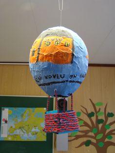 Kuumailmapallo: liisteröinti ilmapallon päälle Balloon Crafts, Environmental Art, Hot Air Balloon, Balloons, Arts And Crafts, Home Decor, Projects, Craft, Homemade Home Decor