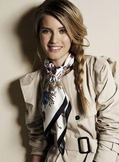 ' Stylish Outfits, Cute Outfits, Fashion Outfits, Womens Fashion, Ways To Wear A Scarf, How To Wear, Silk Neck Scarf, Bandana Scarf, Neck Scarves