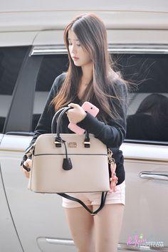 IU 아이유 (Lee JiEun 이지은)  airport fashion