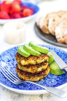 Bubble & Squeak Fritters - The Little Green Spoon. The perfect boxing day breakfast! Have them with eggs, on their own or with some leftover gravy. Bubble And Squeak, Blueberry Banana Bread, Easy Starters, Kale And Spinach, Green Goddess, Veg Recipes, Fritters, Salmon Burgers, Food Processor Recipes