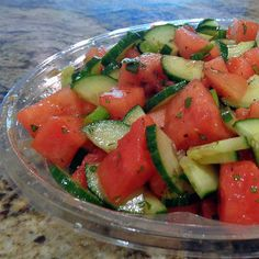 One Perfect Bite: Watermelon and Cucumber Salad for a Crowd One Perfect Bite: Salade de melon d'eau et de concombre … Cucumber Watermelon Salad, Fresh Fruit Salad, Fruit Salad Recipes, Watermelon Recipes, Vegetable Recipe For A Crowd, Vegetable Recipes, Salads For A Crowd, Food For A Crowd, Potluck Recipes