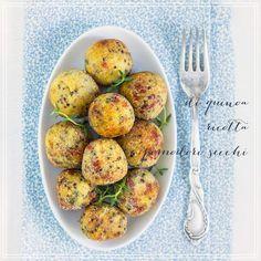 le polpette di quinoa sono una golosità light, sfiziosa e sana, con il tocco in più dei migliori pomodorini secchi e delle aromatiche fresche