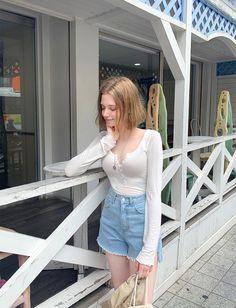 Asian Fashion, Girl Fashion, Chloe, Cute Japanese Girl, Beautiful Redhead, Sporty Outfits, Girl Body, Nice To Meet, Asian Beauty