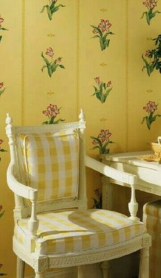 Yellow Home Decor, Yellow Cottage, White Aesthetic, Glamorous Wedding, Mellow Yellow, Colorful Fashion, Wedding Trends, Color Combos, Decor Styles