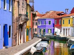 """The historical city is divided into six areas or """"sestiere"""" . These are Cannaregio, San Polo, Dorsoduro , Santa Croce, San Marco and Castello. Each sestiere was administered by a procurator and his staff. Nowadays, each sestiere is a statistical and historical area without any degree of autonomy."""