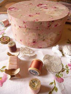 pour petits trésors . . . . . cover box with pretty tissue paper